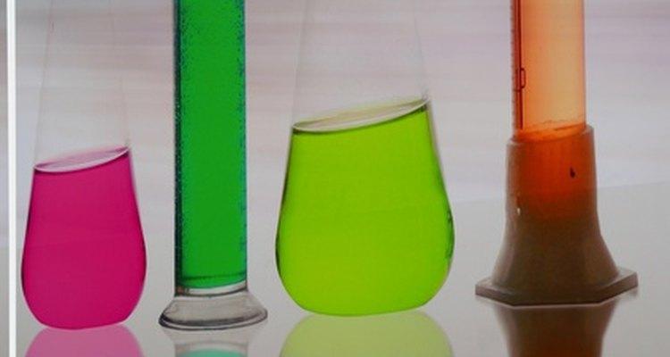 El valor RF es el factor de retención de sustancias separada en cromatografía.