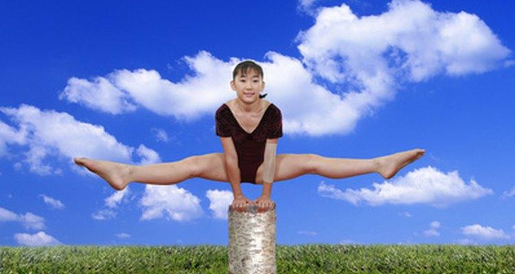 Com o equipamento certo e um pouco de criatividade, você pode praticar ginástica em casa