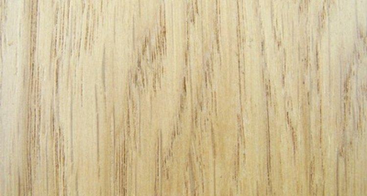 Use uma tábua de madeira compensada como base para a maquete