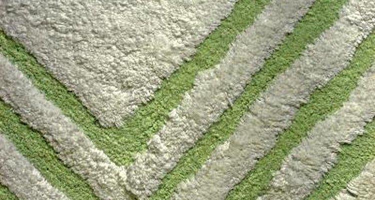 ¿Qué puede sacar el moho y la humedad de una alfombra plástica de baño?