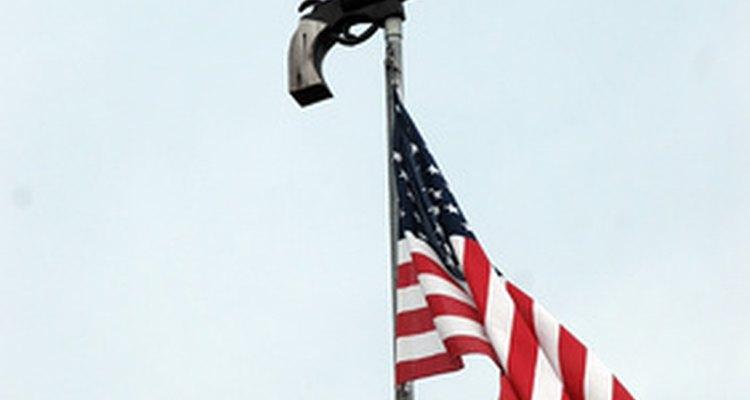 El tubo galvanizado es un tubo con excelente resistencia al clima y apropiado para usarse como asta de bandera.