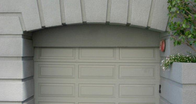 Incluso los garajes que se ven bien en el exterior pueden estar sucios por dentro.
