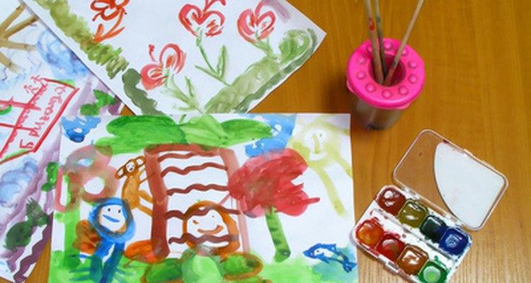 Si alguno de los niños no quiere dormir la siesta, debe realizar actividades en silencio como pintar o leer un libro.
