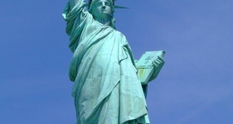 ¿Qué dice el pedestal de la Estatua de la Libertad?