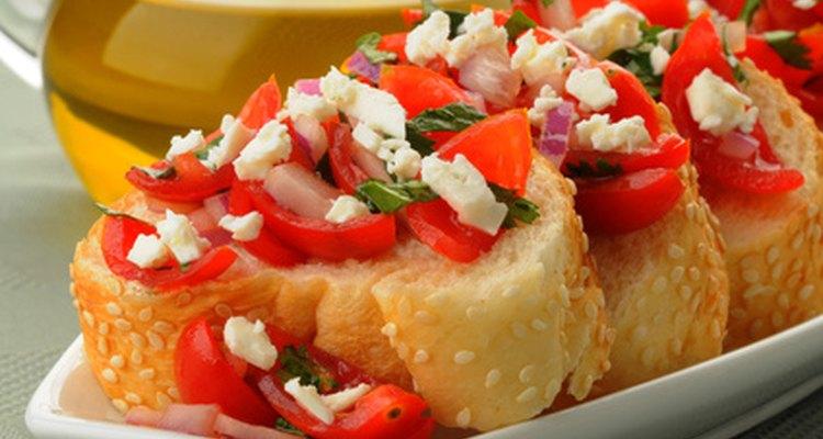 Los snacks vegetarianos pueden ser satisfactorios para ambos tipos de invitados, vegetarianos y quienes comen carne.
