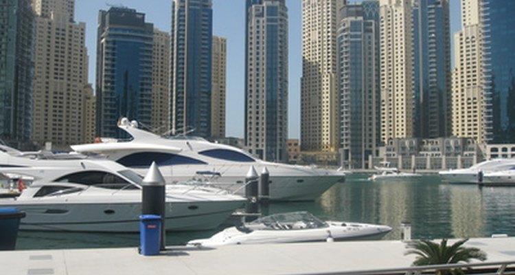 Las ciudades como Dubai dependen de los extranjeros para los dólares del turismo y trabajo calificado.