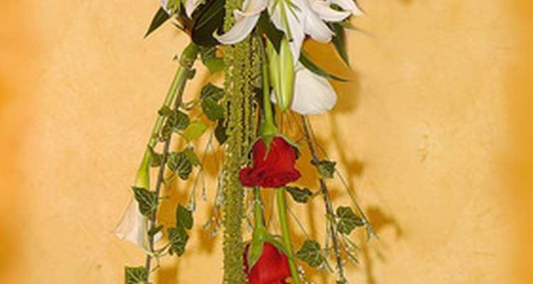 A Sikh wedding can have flower bouquets.