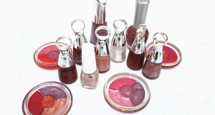 Un bálsamo de labios sólido se excluye del requisito de tres onzas, pero un tubo de bálsamo líquido de más de tres onzas no se permitiría en un equipaje de mano.
