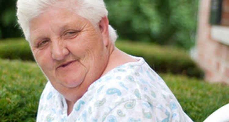 La gente tiene varias ideas de regalos de dónde elegir para una mujer de 80 años.
