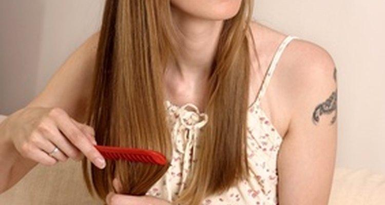 O óleo de mirra para cabelos pode se tornar parte da sua rotina de cuidados.