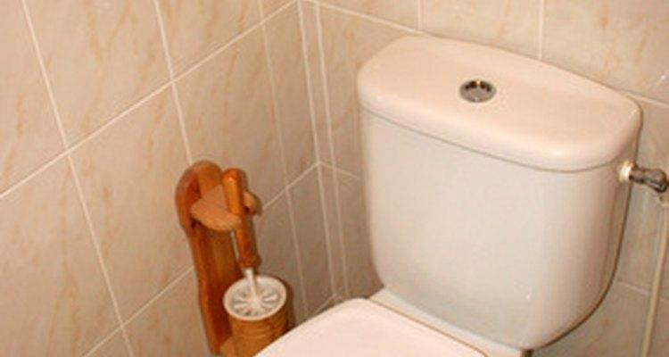 Puede haber varias razones por las cuales tu baño huele mal.