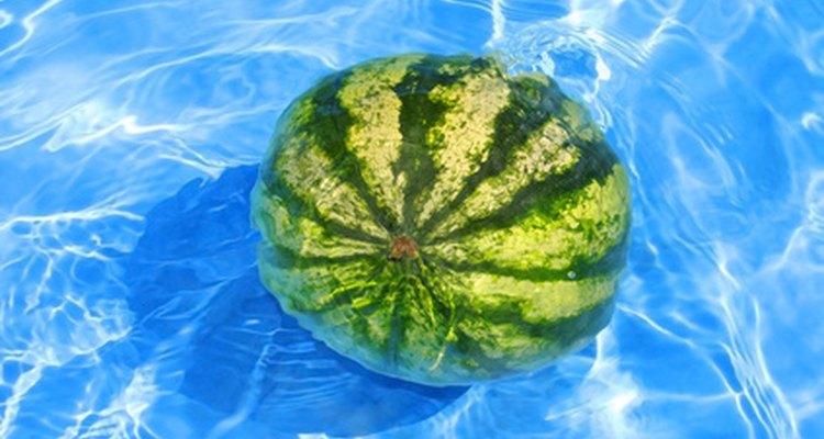 É possível converter metros cúbicos para toneladas métricas a partir da densidade da água