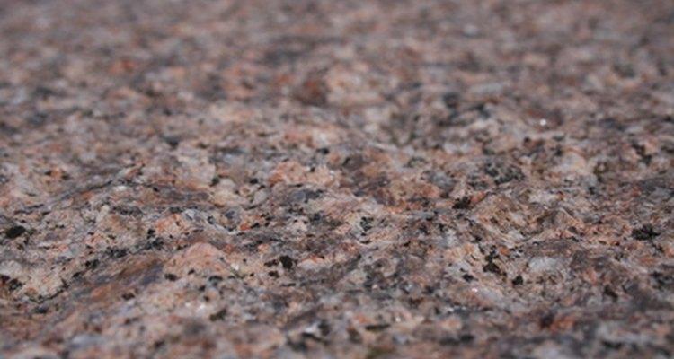 O granito é uma pedra bonita, mas pode ser propensa a rachaduras se não for bem tratada