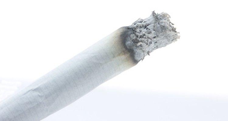 Cigarros podem ser comprados ou enrolados em casa