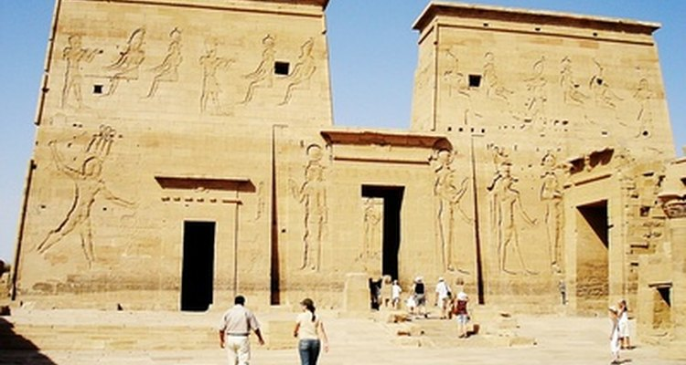 Egypt and interesting facts about its monetary currency.