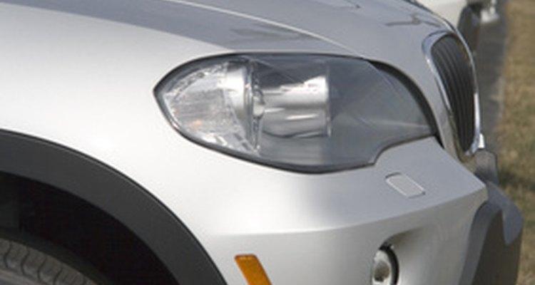 Los concesionarios de automóviles comúnmente emplean a asesores de servicio automotriz.