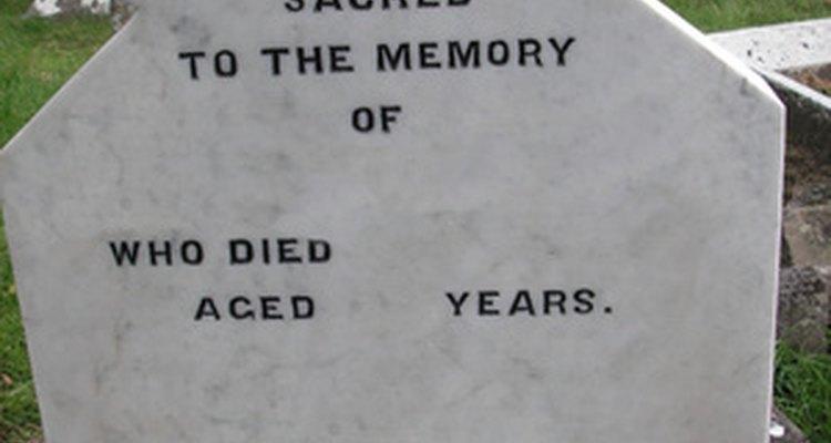 Los epitafios son inscripciones en lápidas.