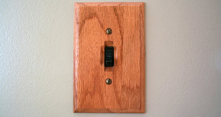 Um interruptor de luz é um bom lugar para transformar em uma tomada