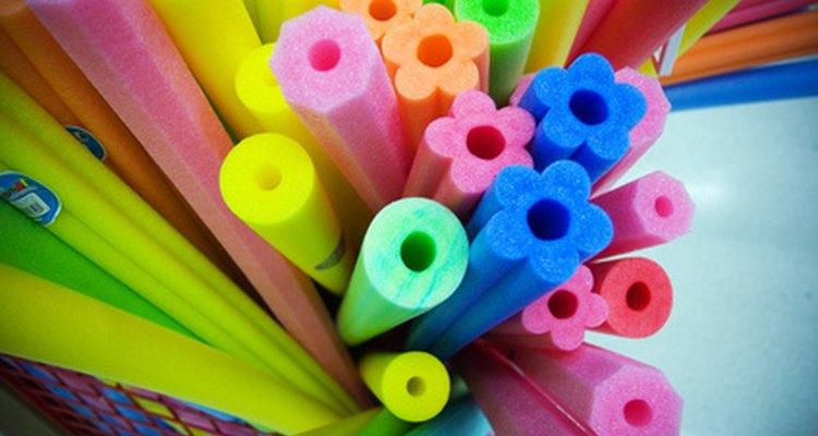 También puedes agregar pinturas de diferentes colores a tu mezcla.