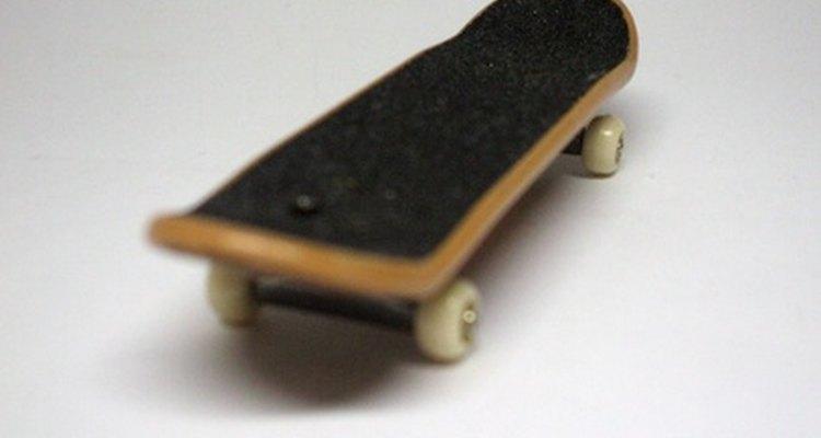 Tente manobras diferentes em um skate
