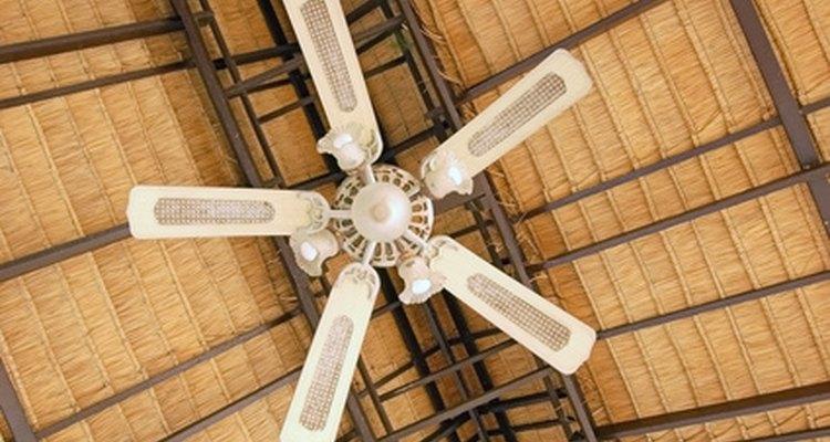 É essencial que haja um espaço adequado para a circulação de pessoas sob um ventilador
