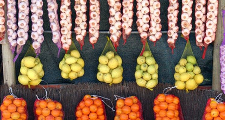 Comer demasiada papaya puede causar una sobrecarga de la enzima papaína, que puede resultar en efectos secundarios como indigestión, diarrea y náuseas.