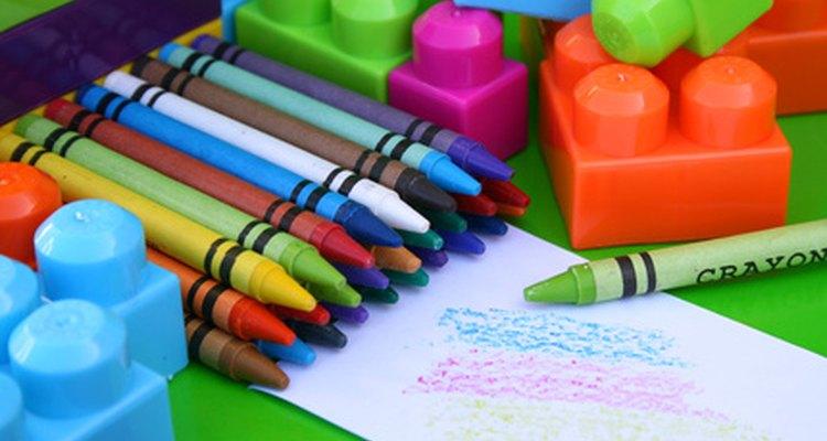 Sencillas actividades de arte pueden ayudar a tu niño a aprender y crecer.