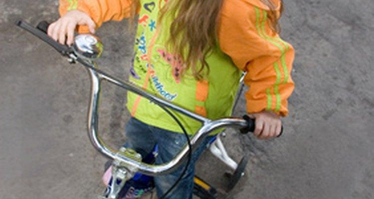 Enseñar a un niño de 5 años a montar en bicicleta no es tan difícil.