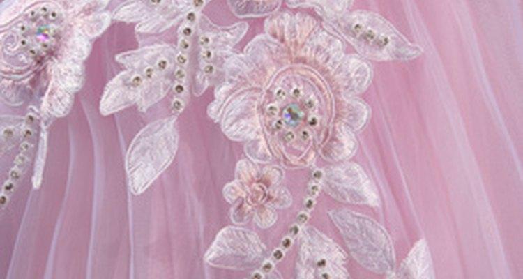 El vestido tradicional es muy femenino y abombado.