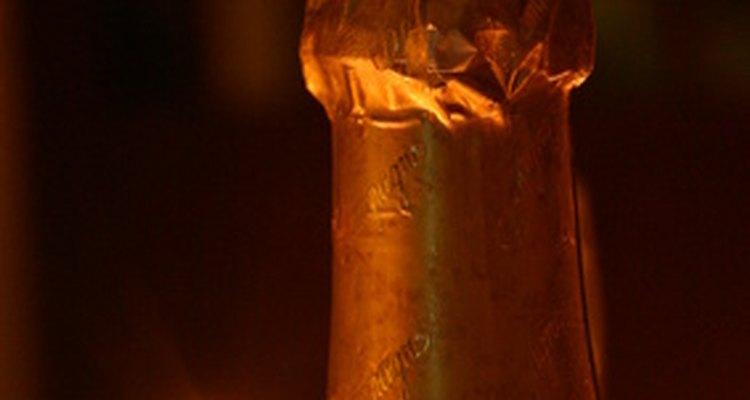 O champanhe ficou famoso internacionalmente devido a sua associação com a unção de reis