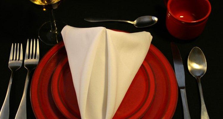 Esta servilleta pirámide puede crearse fácilmente con la mayoría de los tipos de servilletas.