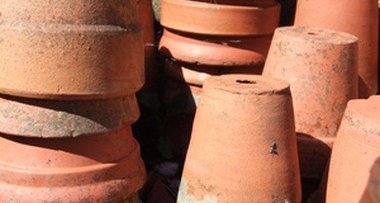 Vasos de cerâmica de tamanho padrão não são o que você procura? Corte-os com uma serra de carboneto