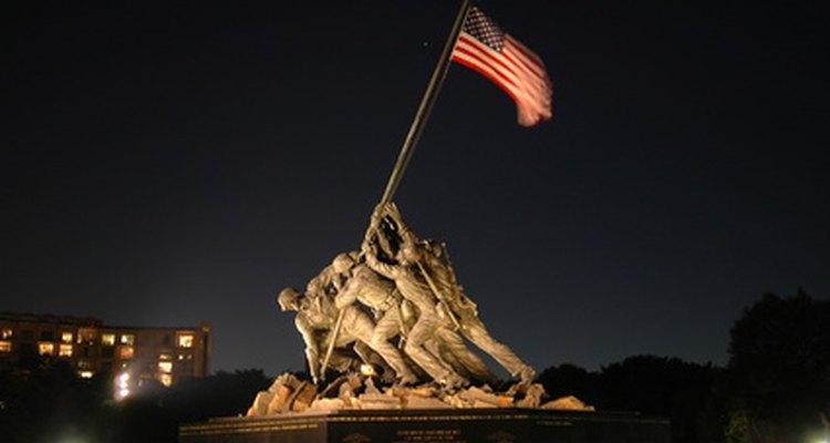 El salario base de los marines depende de su rango de personal alistado u oficial.