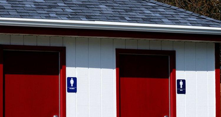 Conoce las normas y reglamentos para los baños públicos en las empresas.