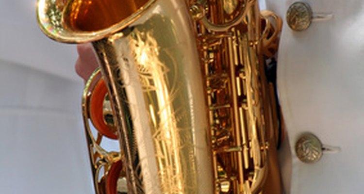 Nem todos os tipos de saxofone têm a campânula curva como a do sax alto
