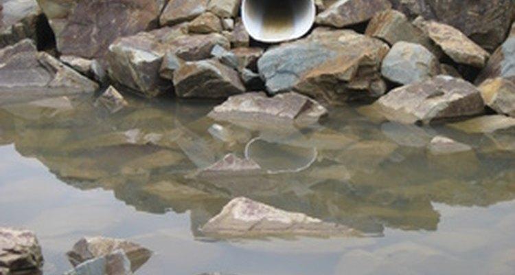 Podem-se formar depósitos de areia dentro dos canos de drenagem com o tempo