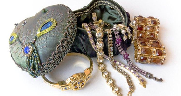 Vende objetos de colección y joyas en tu mini máquina expendedora moderna.