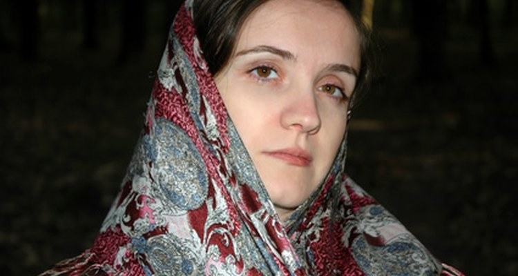 Romanian head scarves can be worn in different ways.