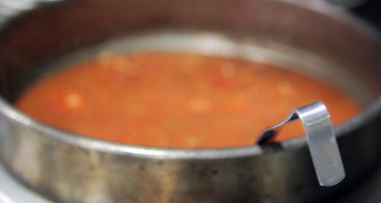 Contrarresta el sabos amargo de la sopa con ingredientes básicos.
