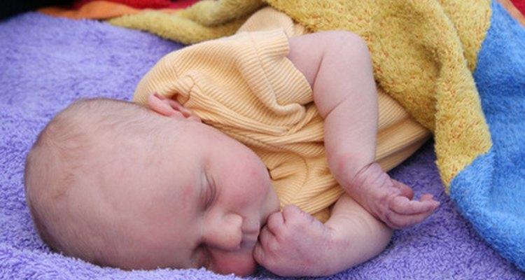 Si tu bebé parece tener un sueño inusual después de golpearse la cabeza, ve a un doctor.
