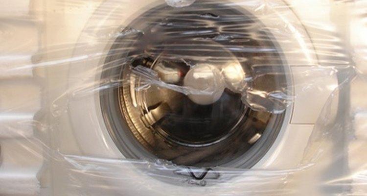 Algunas lavadoras GE te permiten elegir el color de la ropa, lo que automáticamente programará la temperatura ideal del agua.