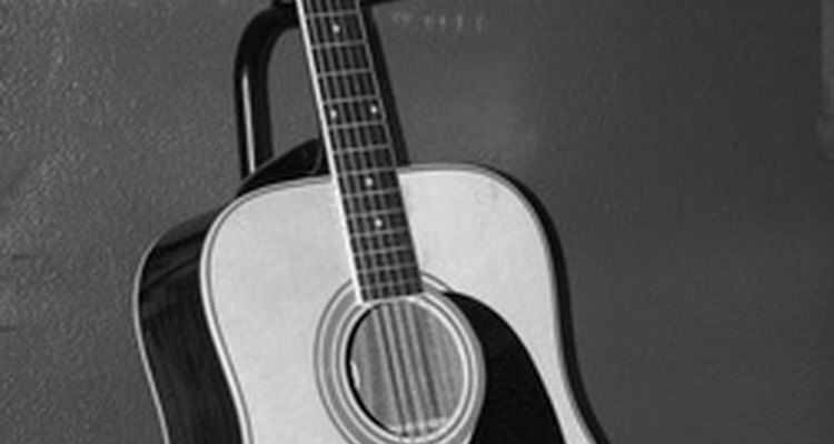 Para aprender a tocar violão, não há substituto para a prática