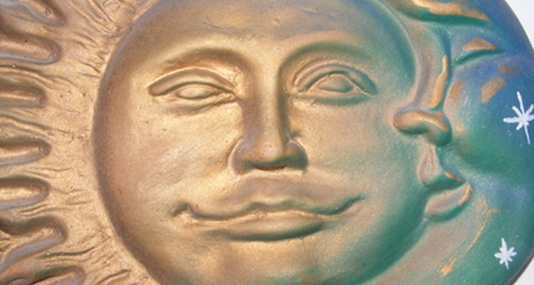 La combinación de la luna y el sol es una tradicional representación de la dualidad.