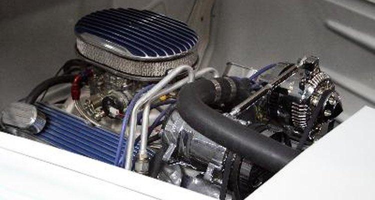 Los ingenieros mecánicos diseñan motores y otros dispositivos mecánicos.