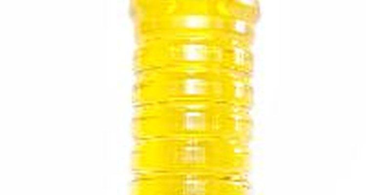 Consigue una prensa para exprimir el aceite de las semillas.