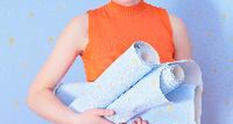 La cola de papel tapiz es tradicionalmente una sustancia hecha de trigo pulverizado o huesos de animales.