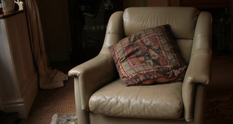Leather chairs and oriental carpets mix well together.