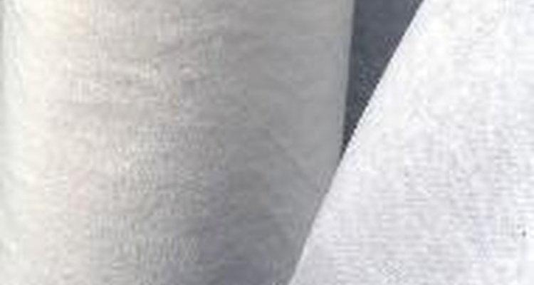 A folha de papel alumínio é ideal para cobrir o camarão enquanto descongela.