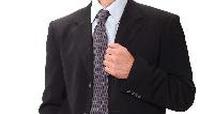 Los botones en las mangas de las chaquetas de traje para hombres sirven como algo práctico y decorativo.