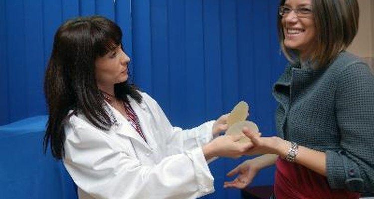 Conoce las diferencias entre pechos naturales y con implantes.